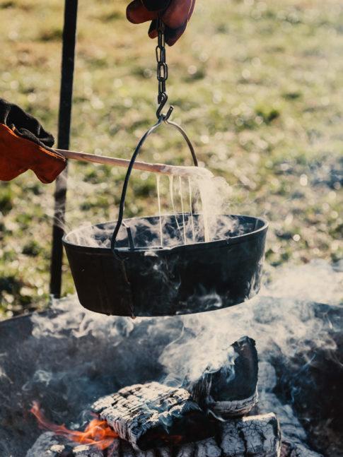 Nomady camp camping Schweiz Draussen Kochen Fondue06